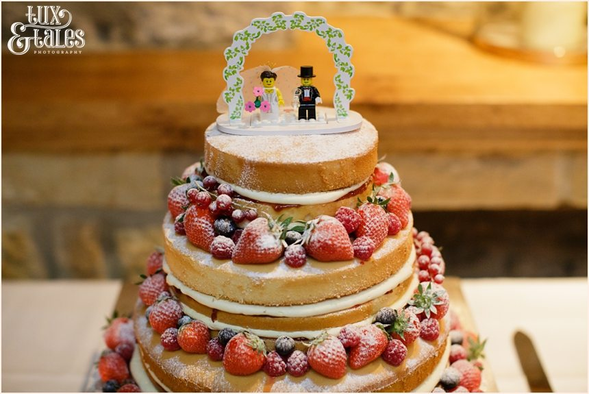 Unforsted wedding cake with berries