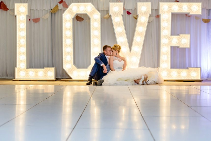 Wedding Videography Tips Bride and Groom in front of love sign