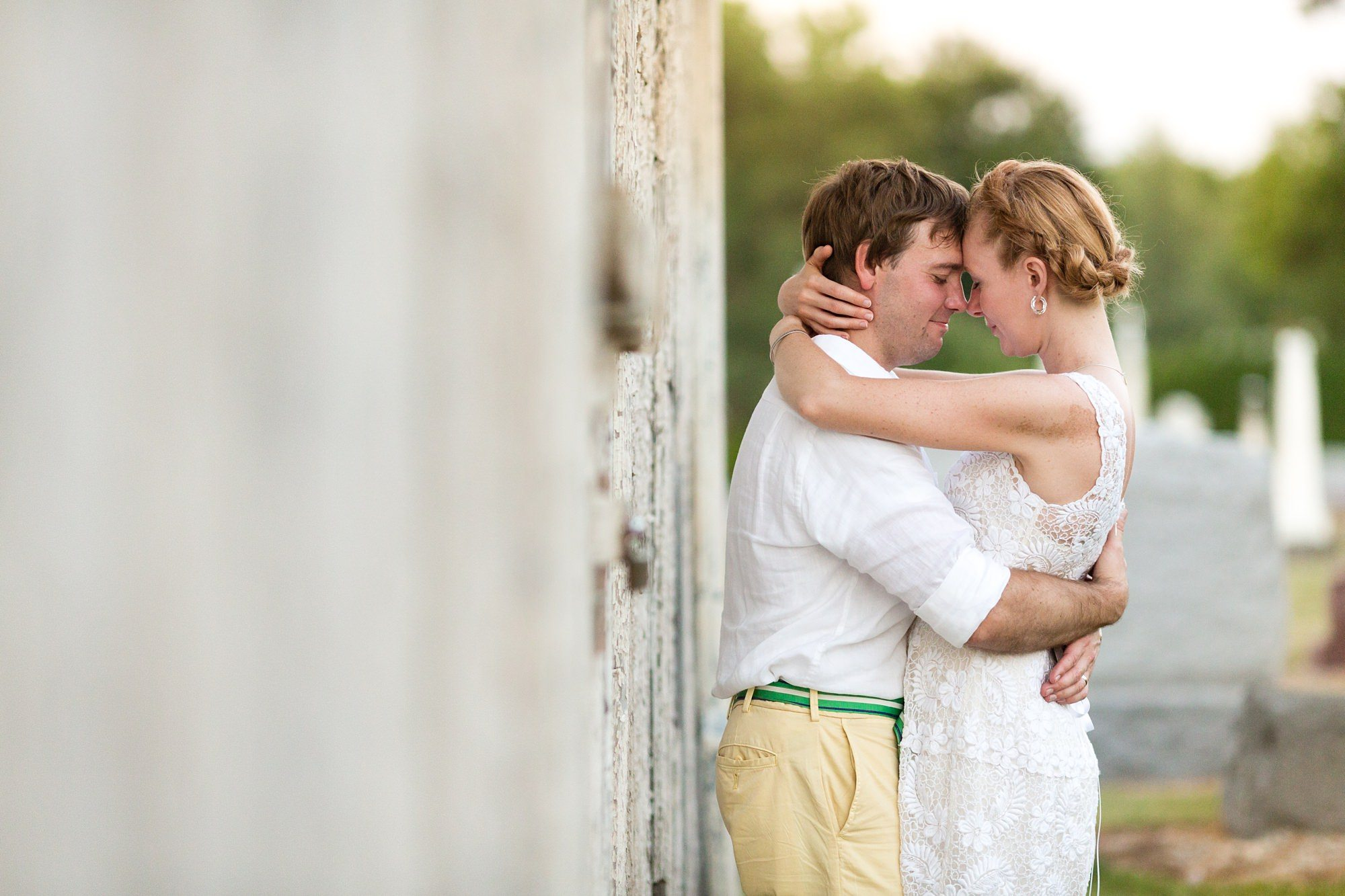 Beide and groom cuddle in the afternoon light at Ft. Wayne Indiana wedding