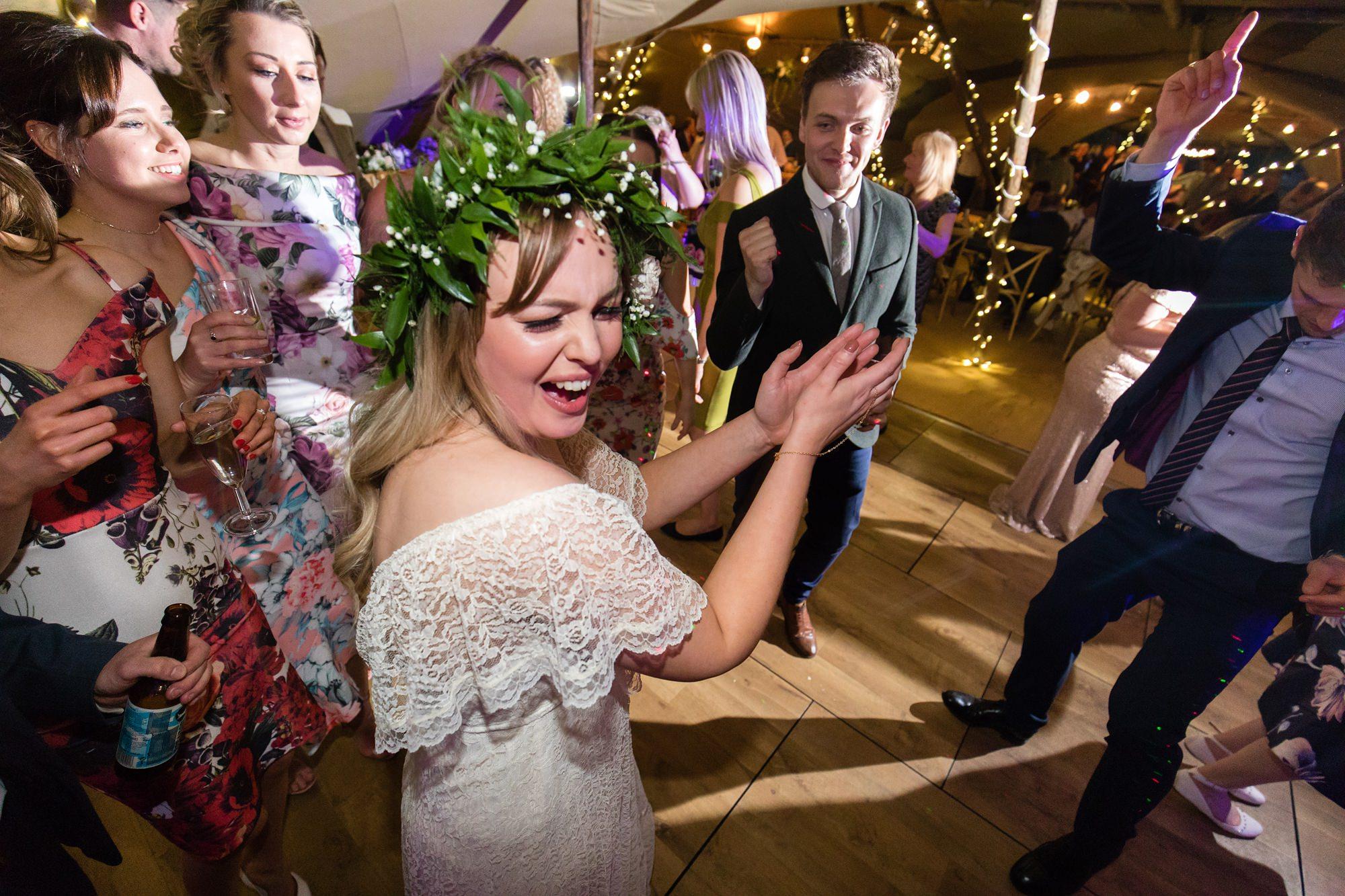 Villa farm wedding photography bride claps and dances